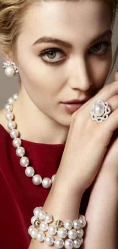 40 How to Wear a Pearl Necklace Ideas 1