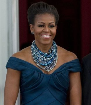 40 How to Wear a Pearl Necklace Ideas 28