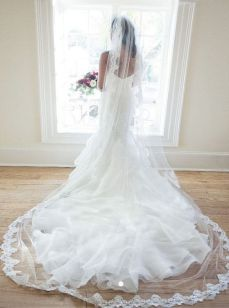 40 Long Viels Wedding Dresses Ideas 21