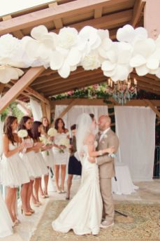 40 Ways to Use Paper Flowers At Your Wedding 22