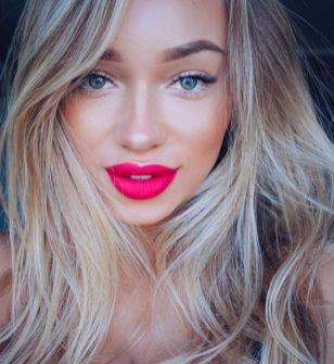 40 Ways to Wear Pink Lipstick Ideas 27
