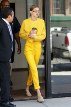 40 Yellow Outfits in Fashion Ideas 14
