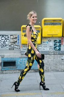 40 Yellow Outfits in Fashion Ideas 34