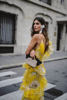 40 Yellow Outfits in Fashion Ideas 35