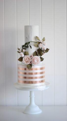 50 Gold Wedding Cakes Ideas 39