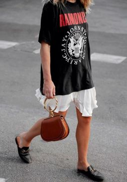 50 How to Wear an Oversized T Shirt Ideas 27