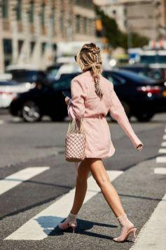 50 Möglichkeiten rosafarbene Outfits Ideen zu tragen 15