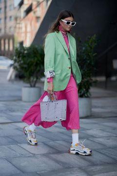 50 Möglichkeiten rosafarbene Outfits Ideen zu tragen 22