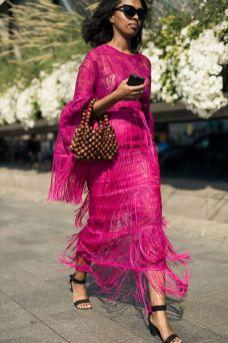 50 Möglichkeiten rosafarbene Outfits Ideen zu tragen 35