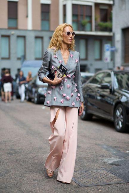 50 Möglichkeiten rosafarbene Outfits Ideen zu tragen 36