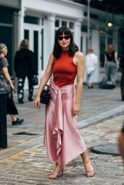 50 Möglichkeiten rosafarbene Outfits Ideen zu tragen 42