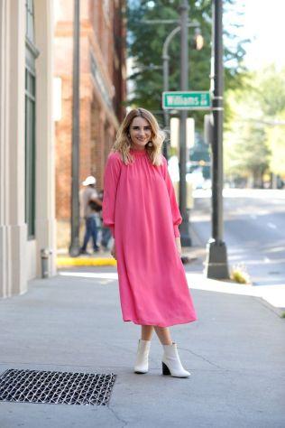 50 Möglichkeiten rosafarbene Outfits Ideen zu tragen 45