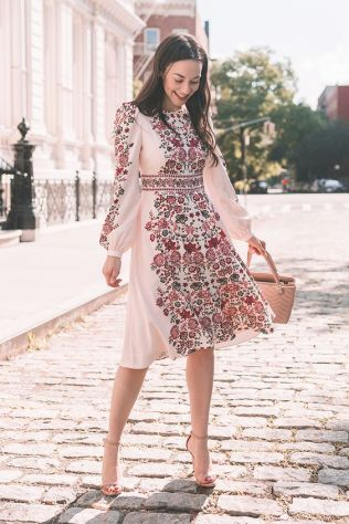 50 Möglichkeiten rosafarbene Outfits Ideen zu tragen 5
