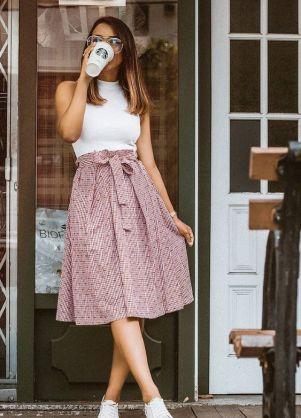 50 White Sleeveless Top Outfits Ideas 19