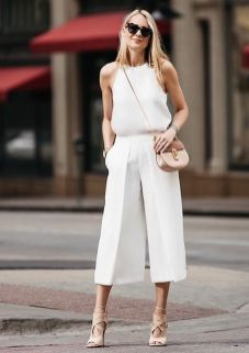 50 White Sleeveless Top Outfits Ideas 21