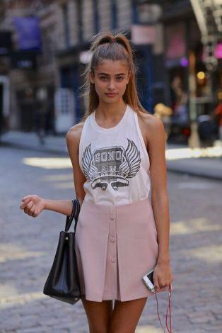 50 White Sleeveless Top Outfits Ideas 32