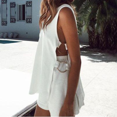 50 White Sleeveless Top Outfits Ideas 46