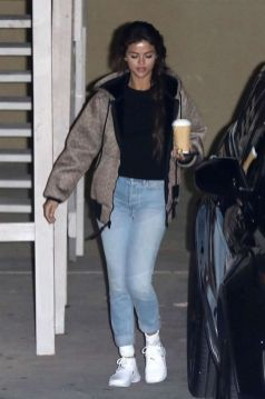 70 Ways Selena Gomes Styles with Sneakers Ideas 29