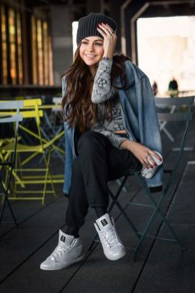 70 Ways Selena Gomes Styles with Sneakers Ideas 35