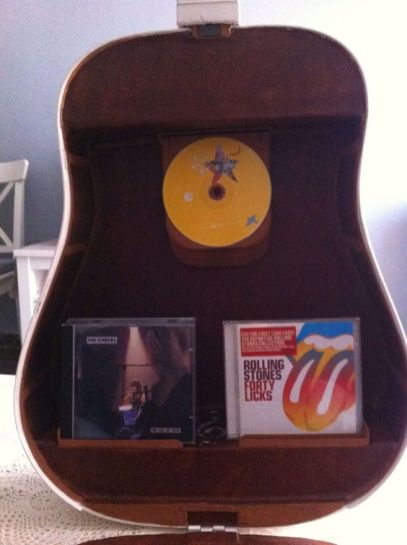 40 DIY Repurpose Old Guitars Ideas 18