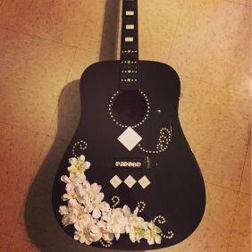40 DIY Repurpose Old Guitars Ideas 2