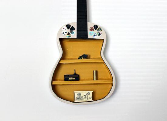 40 DIY Repurpose Old Guitars Ideas 4