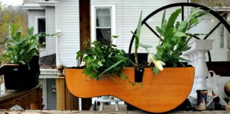 40 DIY Repurpose Old Guitars Ideas 40