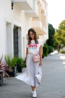 40 Ways to Wear Trendy Fanny Packs for Summer Ideas 22