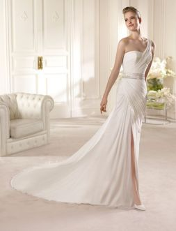 50 Bridal Dresses with Perfect Split Ideas 51