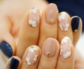 50 Floral Nail Art for Summer and Spring Ideas 35