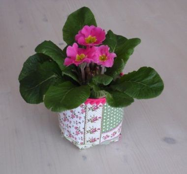 50 Ways to Reuse Plastic Bottles to Cute Planters Ideas 30