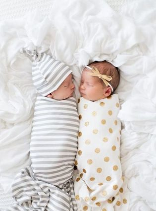 100 Cute Twins New Born Photography You Can Copy 15