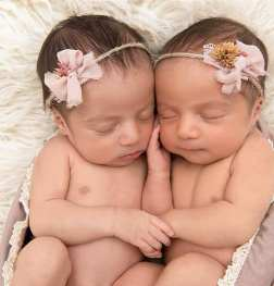 100 Cute Twins New Born Photography You Can Copy 16