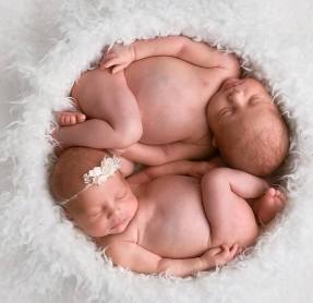 100 Cute Twins New Born Photography You Can Copy 18