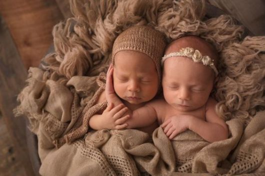 100 Cute Twins New Born Photography You Can Copy 19