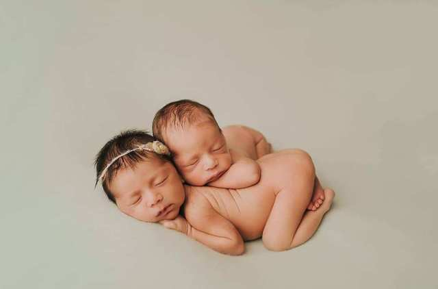 100 Cute Twins New Born Photography You Can Copy 25 1