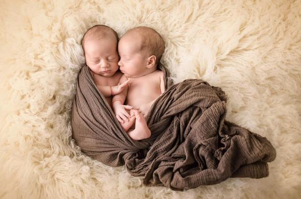 100 Cute Twins New Born Photography You Can Copy 31 1