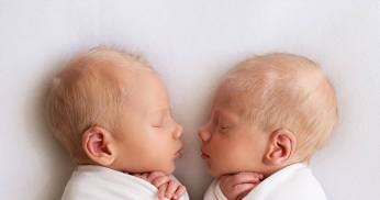 100 Cute Twins New Born Photography You Can Copy 39