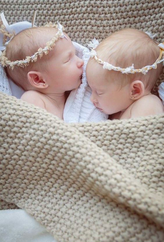 100 Cute Twins New Born Photography You Can Copy 40