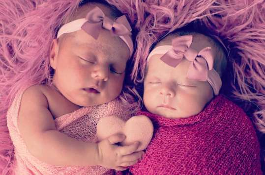 100 Cute Twins New Born Photography You Can Copy 45