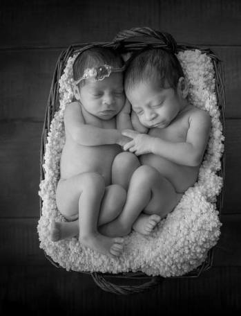 100 Cute Twins New Born Photography You Can Copy 47 1