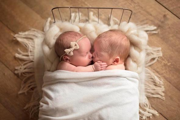 100 Cute Twins New Born Photography You Can Copy 62 1