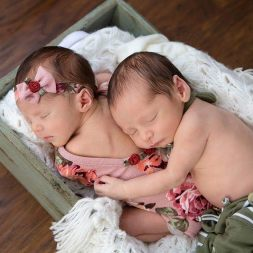 100 Cute Twins New Born Photography You Can Copy 63 1