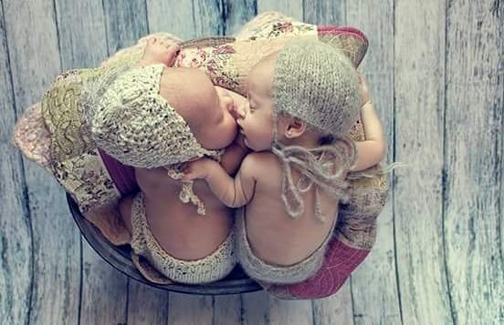 100 Cute Twins New Born Photography You Can Copy 66 1