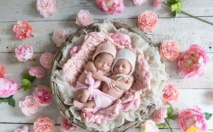 100 Cute Twins New Born Photography You Can Copy 7 1