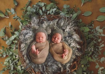 100 Cute Twins New Born Photography You Can Copy 91