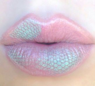 30 Holographic Lips Ideas 7