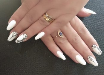 40 Elegant Look Bridal Nail Art Ideas 44