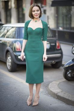 40 Fashionable Green Outfits Ideas 16