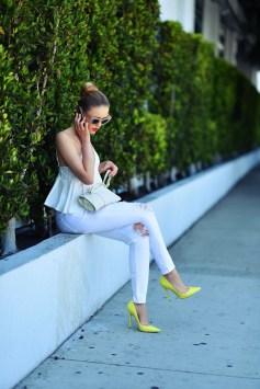 40 How to Wear Neon Shoes Ideas 22